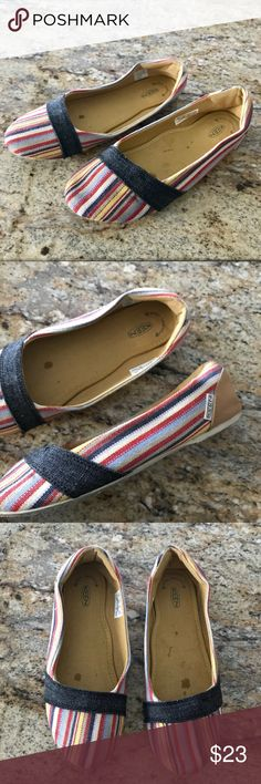 Keen Cortana Striped Canvas Slip On Flats 8.5 KEEN Cortana Slip On Canvas Shoes  Womens 8.5 M  Multi color  Fantastic pre Owned Condition! Some show of wear on soles but other than that they are great! Super cute shoes for spring and summer! Keen Shoes Flats & Loafers