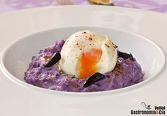 Puré de patata violeta con huevo mollet No Cook Appetizers, Starters, Panna Cotta, Buffet, Eggs, Cooking, Breakfast, Ethnic Recipes, Tortillas