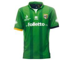 Quarto uniforme foge da tradição do Parma - http://colecaodecamisas.com/camisa-4-verde-parma-temporada-2104-2015/ #colecaodecamisas #Campeonatoitaliano2015, #Errea, #Parma