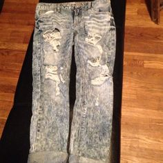 Acid wash denim Acid wash holey denim jeans! Size 3- the only time I wore these were in the fitting room. Very cute, just don't know what to wear with them! Mys well let someone else rock them!  Jeans Ankle & Cropped