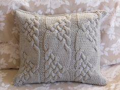 Plata gris hecho a mano Cable Knit almohada cojín por ELITAI