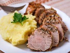 Püreli rosto tarifi... Enfes bir akşam yemeği için eşsiz bir dana rosto tarifi... http://www.hurriyetaile.com/yemek-tarifleri/et-yemekleri-tarifleri/pureli-rosto-tarifi_2617.html