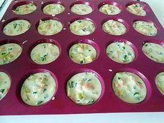 La meilleure recette de Bouchées apéritives aux poireaux et saumon fumé.! L'essayer, c'est l'adopter! 4.9/5 (16 votes), 39 Commentaires. Ingrédients: 2 blancs de poireaux avec un peu de vert, 3 oeufs, 40cl de lait, 40gr de farine, 3 tr de saumon fumé, 10gr de beurre,un peu de fromage râpé, sel et poivre.