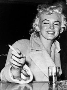 ★ The One & Only - Marilyn Monroe ★ Old Hollywood ♡ Norma Jeane ♡ Hollywood Glamour, Classic Hollywood, Old Hollywood Actresses, Hollywood Makeup, Hollywood Men, Hollywood Fashion, Hollywood Celebrities, Arte Marilyn Monroe, Marilyn Monroe Smoking