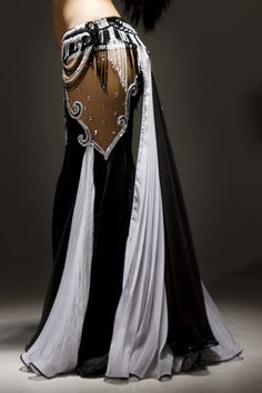 another view of the layered, draped skirt. I do sooo want this Bella