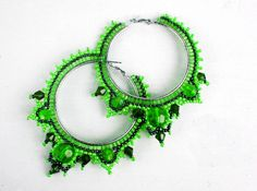 Free pattern for earrings Green Tea - this green is not me but silver and black would look nice or metallic blue and black