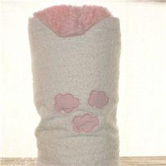 Toallas, topucha para niños blanca con NUBES bordadas en rosa