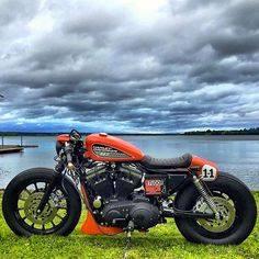 CAFE RACER caferacergram sur Instagram : @caferacergram by CAFE RACER #caferacergram # 'FEDERICO11' @harleydavidson Sportster by @federicomotors #federicomotors #harleycaferacer #harleydavidson #sportster #sportstercaferacer #caferacer #caferacers | More at www.facebook.com/caferacers (link in profile)
