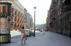 Vintage Berlin: Straßenszene, 1966. Auf der Litfasssäule: Walter Ulbricht.