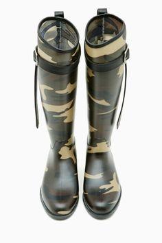I have an addiction to camo! Riff Raff Rain Boot in Camo Camouflage Fashion, Camo Fashion, Fashion Boots, Cute Rain Boots, Snow Boots, Rubber Rain Boots, Military Inspired Fashion, Military Fashion, Military Chic