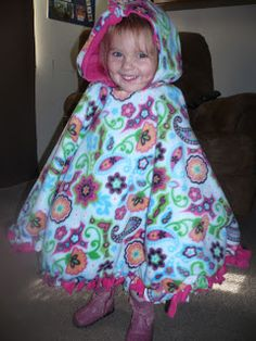 No-Sew Two Layer Fleece Poncho. A great alternative to coats because you can strap them into their carseat underneath the poncho! It is not safe to put a bulky coat on a child in a carseat because you have to loosen the straps, which is dangerous. Fleece Crafts, Fleece Projects, Baby Crafts, Fun Crafts, Sewing For Kids, Baby Sewing, Diy For Kids, Sewing Crafts, Sewing Projects