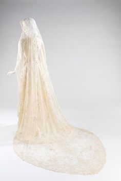 Wedding veil Date: ca. 1875 Culture: Belgian Medium: silk, linen Dimensions: 73 x 94 in. x cm) Credit Line: Brooklyn Museum Costume Collection at The Metropolitan Museum of Art, Gift of the Brooklyn Museum, Gift of Mrs. Vintage Gowns, Vintage Bridal, Vintage Lace, Vintage Outfits, Wedding Veils, Wedding Dresses, Hair Wedding, Wedding Bride, Bridal Hair