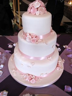 Mickaelas wedding cake--- Not for me but it is quite beautiful