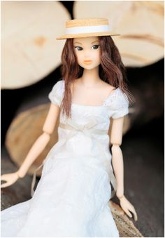 Momoko doll (Japan's answer to Barbie) I will buy these for my daughter SO much more elegant and lovely than barbie!