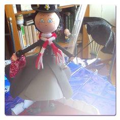 Mary Poppins hecha con Goma Eva y lana, para pedir una igual ir a la web