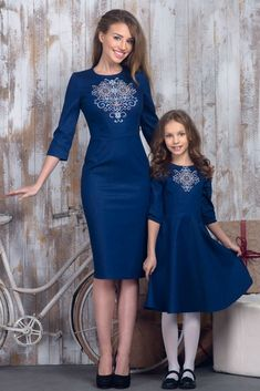 Denim dress with embroidery for mom. New Collection Vilenna Spring 2016 ❤ Mother Daughter Matching Outfits, Mother Daughter Fashion, Dress Outfits, Fashion Dresses, Denim Dresses, Embroidered Clothes, Frack, Embroidery Dress, Winter Dresses