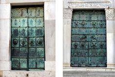 Le due porte della cattedrale di Troia di Puglia, opera di Oderisio da Benevento. La principale è datata 1119, la laterale 1127