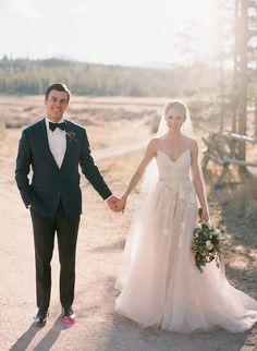Dieses schöne paar heiratete in die Berge und wählte einige Rustikale Schliff für Ihre intime, gemütliche Hochzeit