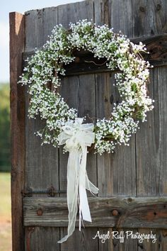 decoration eglise Baby's breath wreath for country wedding - country wreaths for front door Wedding Door Wreaths, Church Wedding Decorations, Bridal Shower Decorations, Wedding Church, Decor Wedding, Wedding Ceremony, Babys Breath Wreath, Wedding Bouquets, Wedding Flowers