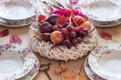 Koupili jste si korpus na věnec a teď nevíte, co s ním? Jednoduše ho přeměňte na ozdobnou mísu s ovocem, která se stane dominantou stolu.