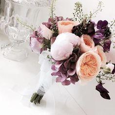 오늘 첫부케 . . . . . #bloomingswan #bloomingswanflower #bouquet #wedding #daily #florist #flowers #블루밍스완  #블루밍스완플라워 #부케 #일상 #데일리 #웨딩 #플라워레슨 #플로리스트 #플라워 #꽃 #꽃스타그램 #취미꽃꽂이 #태교꽃꽂이 #꽃집 #플로리스트학원 #본식부케 #봄 #웨딩드레스 #작약부케 #웨딩부케