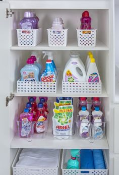 Apartment Kitchen Organization, Linen Closet Organization, Home Organization Hacks, Bathroom Organisation, Organizing, Small Space Organization, Laundry Decor, Laundry Room Design, Cleaning Closet