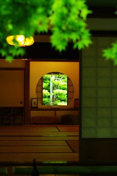 Japanese room -washitsu- Japanese homes blend interior with the exterior, humanity with nature, so life goes on throughout the home, not just inside its walls.