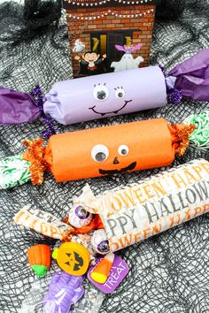 Halloween Party Poppers are sure to take your trick or treat game to a whole new fun. Filled with candies and other goodies, they're the ultimate Halloween party favors! party lights Halloween Party Poppers Filled with Candy Dulceros Halloween, Halloween Games Adults, Halloween Party Favors, Halloween Goodies, Toddler Halloween, Halloween Crafts For Kids, Halloween Activities, Holidays Halloween, Halloween Decorations