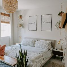 35 Amazingly Pretty Shabby Chic Bedroom Design and Decor Ideas - The Trending House Dream Bedroom, Home Bedroom, Modern Bedroom, Master Bedroom, Airy Bedroom, Boho Chic Bedroom, Apartment Bedroom Decor, Small Minimalist Bedroom, Minimal Apartment Decor