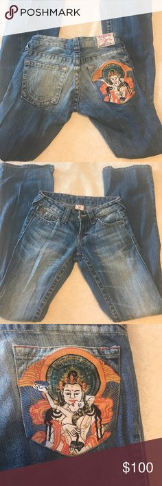 Embroidered True Religion jeans True Religion Bobby jeans EUC. Size 26 but fit more like size 25. True Religion Jeans Boot Cut