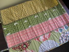 Despite being an obsessed crocheter myself, I am not completely averse to making things for knitters.  Such as this knitting needle roll. I promised I'd make one for my friend's mother absolutely a...