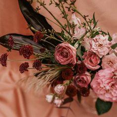 """75 curtidas, 0 comentários - As Floristas por Carol Piegel (@asfloristas) no Instagram: """"Amora + rosa nude 🎨 ⠀⠀⠀⠀⠀⠀⠀⠀⠀ Que dupla inspiradora!!! ⠀⠀⠀⠀⠀⠀⠀⠀⠀ Foto @carolritzmann ⠀⠀⠀⠀⠀⠀⠀⠀⠀…"""""""