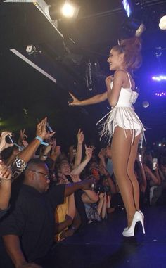 Ariana Grande Performs at Gay Club After Saturday Night Live: Yup, Boyfriend Big Sean Was There! Ariana Grande Outfits, Ariana Grande Sexy, Photos Ariana Grande, Adriana Grande, Ariana Grande Bikini, Elegantes Outfit, Pantyhose Legs, Nylons, Pantyhose Outfits