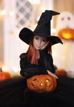Halloween is coming. Doll Clothes Barbie, Vintage Barbie Dolls, Barbie Dress, Barbie Tumblr, Barbie Halloween, Barbies Pics, Barbie Fashionista Dolls, Barbie Model, Beautiful Barbie Dolls