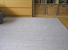 Square (150x150 cm), crochet rug made of soft cotton rope.