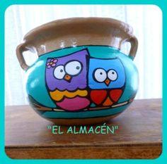 Maceta de cerámica pintada a mano. Face: Lola Mora- Macetas Pintadas