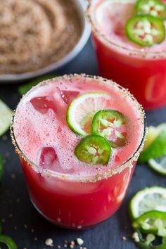 This jalapeno watermelon margarita is your new favorite margarita. The perfect balance of sweet and spicy and made with fresh pureed watermelon and spiked with jalapenos and just a splash of tequila, lime juice and orange liqueur. Watermelon Cocktail, Watermelon Margarita, Cocktail Drinks, Cocktail Recipes, Jalapeno Margarita, Margarita Cocktail, Cocktail Ideas, Cheap Cocktails, Gastronomia