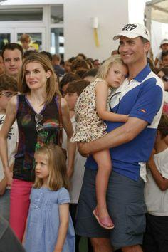 Princesse Letizia et Prince Felipe et leurs filles les princesses eleonor et sofia