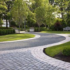 Mix of cobbles and gravel driveway Landscape Driveway Design, Pictures, Remodel, Decor and Ideas - page 5 Cobblestone Driveway, Asphalt Driveway, Gravel Driveway, Driveway Entrance, Circular Driveway, Driveway Landscaping, Landscaping Software, Florida Landscaping, Landscaping Ideas