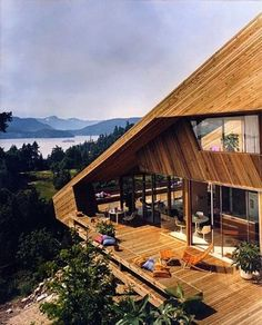 Catton House, West Vancouver, Arthur Erickson, 1967 MODERN VIEWS This documentary looks at the work of several Seattle-area Mid Century Modernists, and at the factors which contributed to the development of a distinctly Northwestern. Future House, My House, Patio Pergola, Pergola Ideas, Backyard, Haus Am See, My Dream Home, Dream Big, Exterior Design