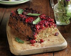 Best-ever cranberry & pistachio nut roast - Jamie Oliver jw: worth a try Vegetarian Christmas Recipes, Vegetarian Recipes, Cooking Recipes, Vegetarian Turkey, Vegetarian Thanksgiving, Vegetarian Roast Dinner, Vegetarian Options, Vegan Options, Thanksgiving Ideas