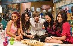 General picture of Ariana Grande - Photo 1035 of 2820 Ariana Grande Cat, Frankie Grande, Ariana Tour, Ariana Grande Pictures, Avan Jogia, Icarly And Victorious, Victorious Nickelodeon, Nickelodeon Videos, Jaden Smith Fashion