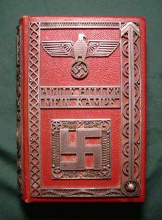 Hitler schreef toen hij in de jeugdgevangenis zat schreef hij dit boek genaamd: Mein Kampf(mijn strijd).