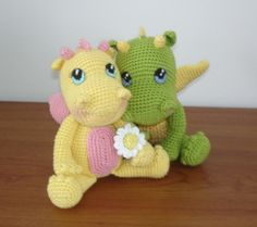 Free pattern for these adorable baby dragons!  Click on the link below the picture.