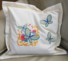 Obliečky na vankúše vyšívané s viktoriánskymi Flutterby motýľ stroj výšivky.