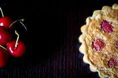 Il richiamo delle  ciliegie che ballonzolano rosse sui rami è irresistibile, come si fa a dire di...