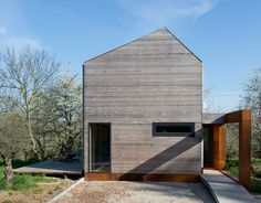 This award-winning family home is situated close to Strasbourg, in a village famous for its cherry trees and cherry schnapps. Presented with a naturally beautiful site, and constrained by a modest bud…