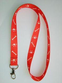kľúčenka na krk červená