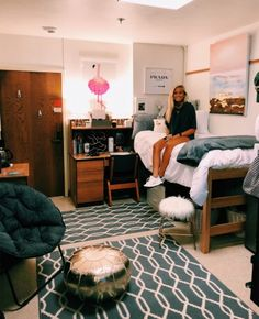 49 fantastic college bedroom decor ideas and remodel 24 Girl Bedroom Designs Bedroom COLLEGE Decor Fantastic Ideas Remodel College Bedroom Decor, College Dorm Decorations, College Dorm Rooms, College Girls, College Life, College Apartments, Dorm Life, Bedroom Office, Dorm Room Colors