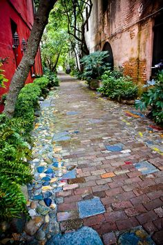 120 Brick garden paths: possible combinations with other materials . - 120 brick garden paths: possible combinations with other materials mosaic-in-Mediterra - Brick Garden, Garden Paving, Garden Paths, Herb Garden, Paving Design, Path Design, Plantation, Garden Projects, Wood Projects